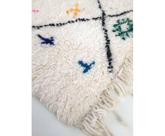 Tapis berbère marocain Azilal écru à losanges noirs à motifs colorés 261x162cm