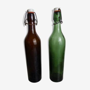 Deux bouteilles anciennes en verre