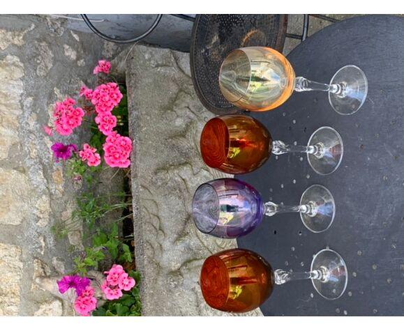 4 verres à vin de couleur et base transparente vintage