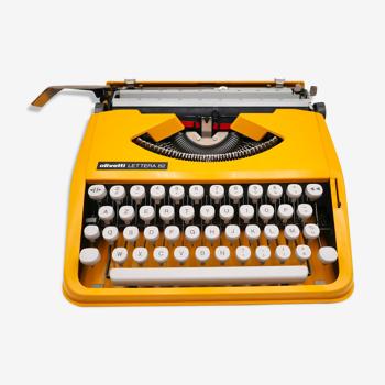 Machine à écrire Olivetti Lettera 82 Safran révisée ruban neuf