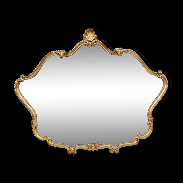 Miroir Louis XV en bois doré à décor de coquille entrelacs et autres vers 1930