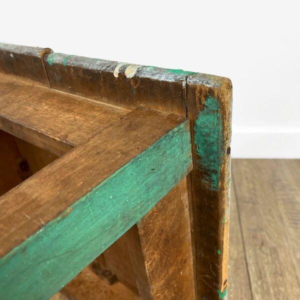 Ancien tabouret à fente en bois