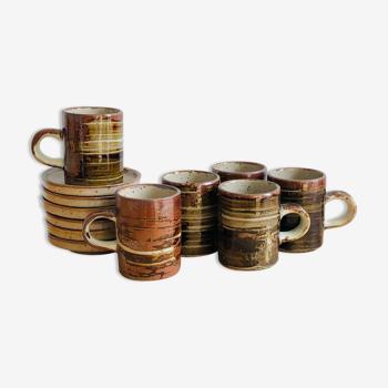 Ensemble de six tasses et leurs soucoupes en grès émaillé