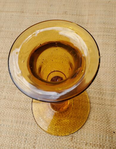 Bougeoir en verre ambré bullé