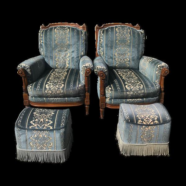 Paire de fauteuils bergères et reposes pieds