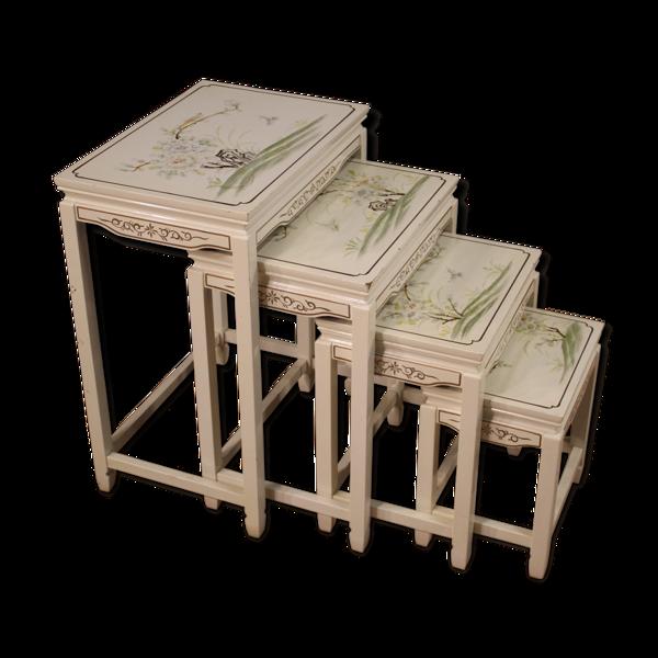 Selency Quatre tables basses laquées et peintes