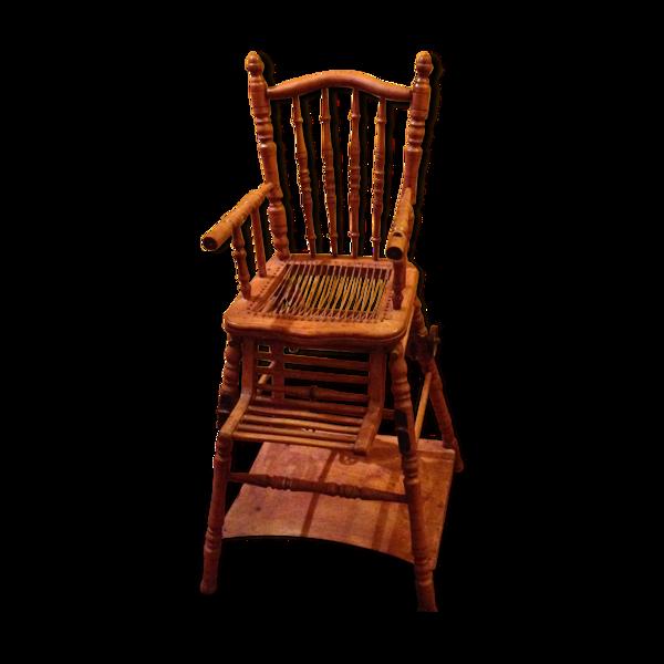 Chaise haute ancienne pour bébé en bois