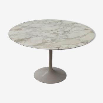 Table ronde Tulip en marbre Calacatta de Eero Saarinen - Knoll