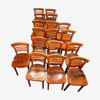 Lot 17 chaises bistrots années 60
