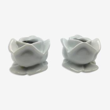 Paire de bougeoirs en porcelaine blanche apilco en forme de fleurs roses