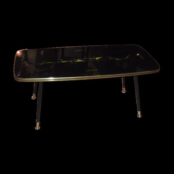 Table basse à pied compas 1960, plateau à décoration abstraite sous verre.