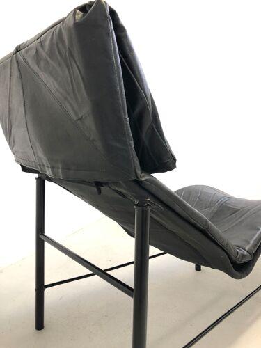 Chaise longue en cuir noir modèle «Skye» de Tord Björklund Suède 1970