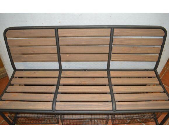 banc en fer et bois avec des bacs de rangement