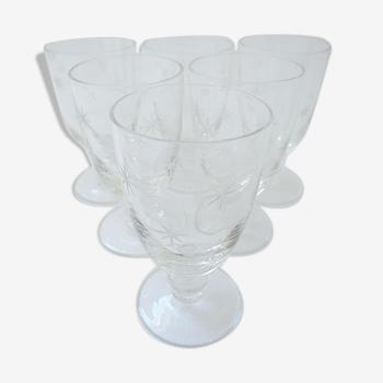 Suite de six verres art-déco à liqueur en cristal gravés d'un semis d'étoiles
