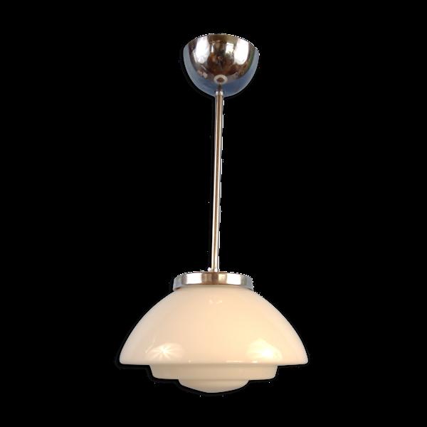 Suspension opaline Art Déco avec suspension chromés. Années 1930/40