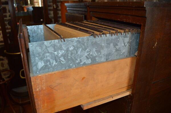 Classeurs a tiroirs en bois x 2