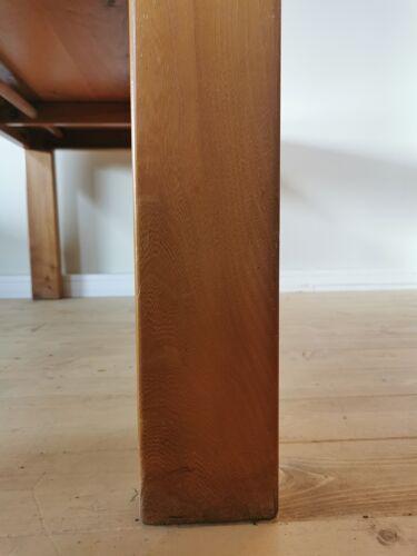 Table à rallonge en orme massif par la Maison Regain