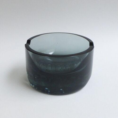 Cendrier scandinave en verre fumé moulé 1970's