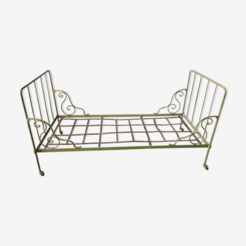Wrought iron bench bed