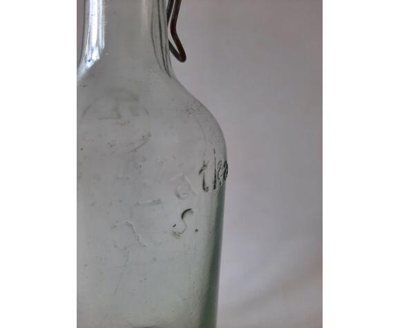 Bouteille ancienne tchèque datée de 1948, en verre épais