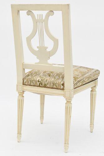 Chaise à dossier lyre