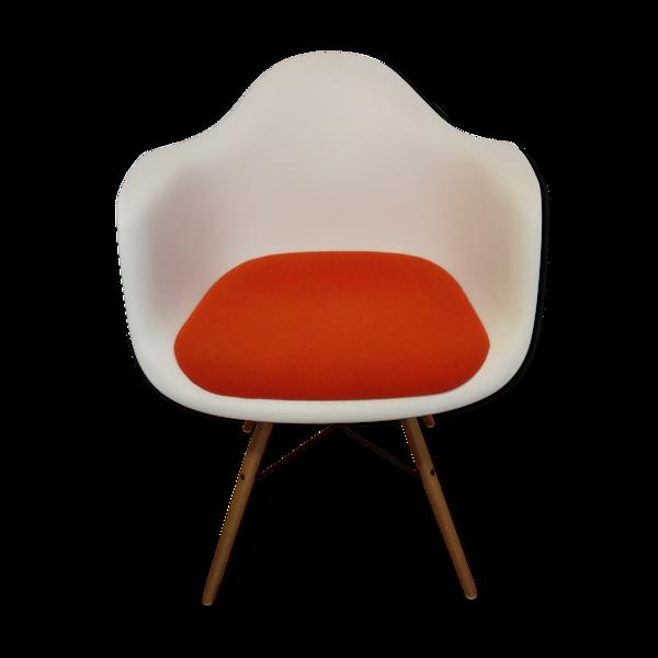 "Fauteuil ""DAW Plastic Armchair"" de Charles & Ray Eames pour Vitra"