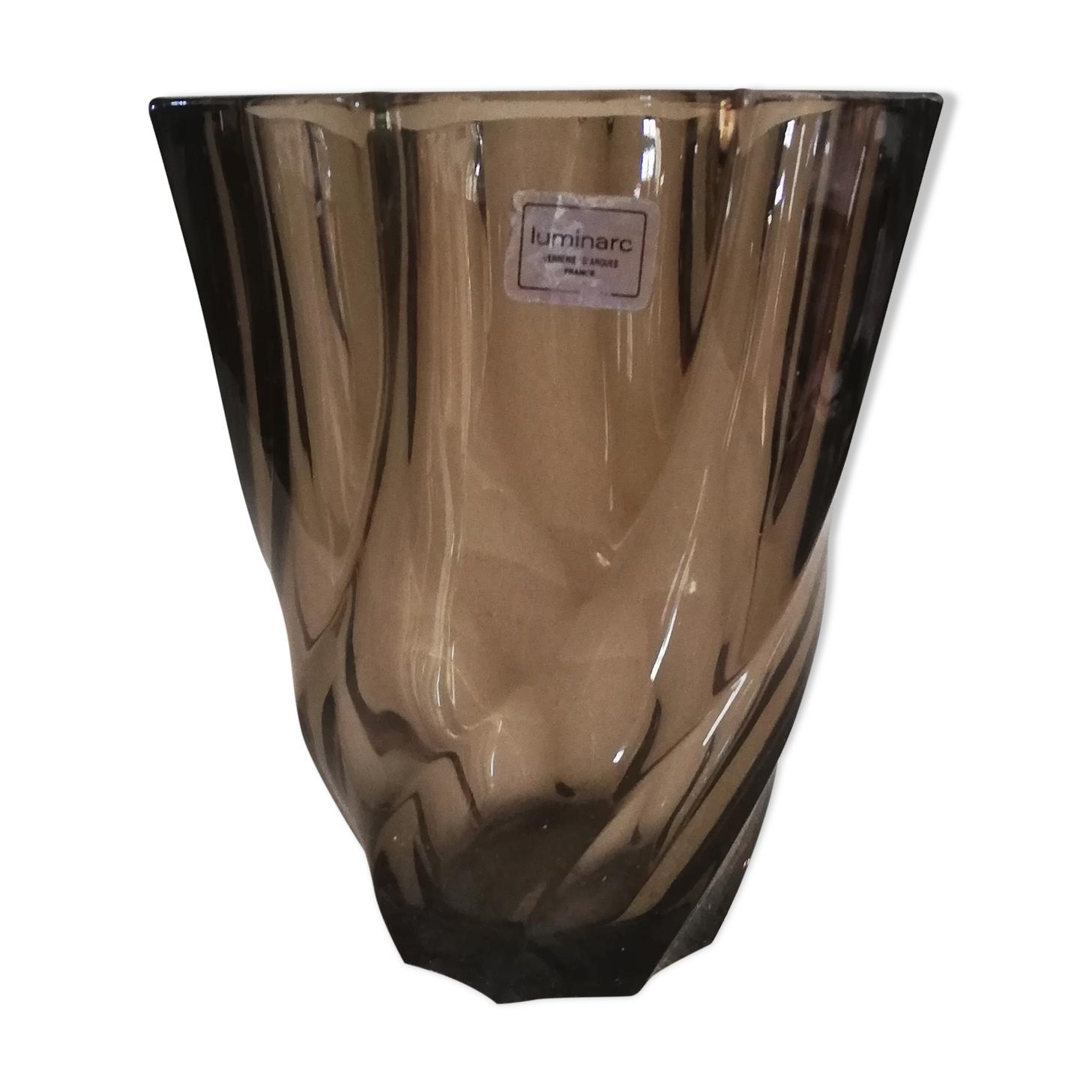 Vase torsadé Luminarc en verre fumé années 1970