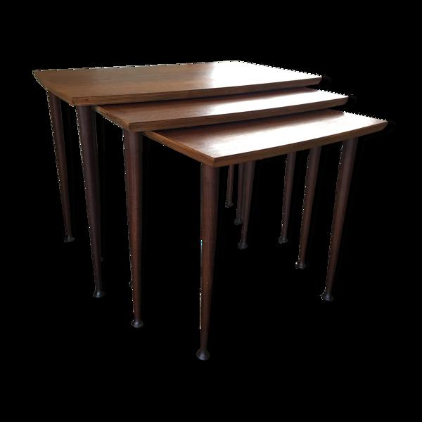 Tables gigognes scandinaves de milieu de siècle