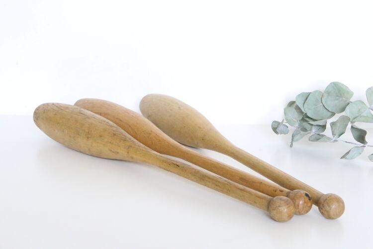 Ensemble de 3 quilles de jonglage vintage,, bois de hêtre, vintage