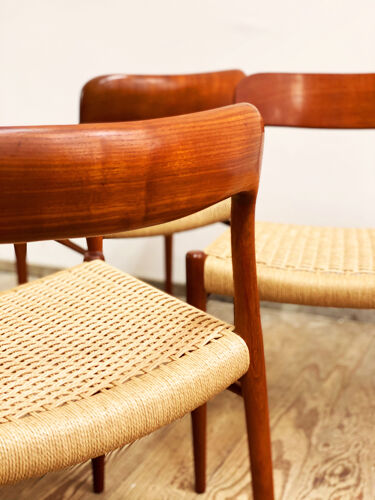 Chaises à manger en teck du milieu du siècle par Niels O. Møller pour J.L. Moller, Modèle 75, Ensemble de 4,Danemark, années 1950
