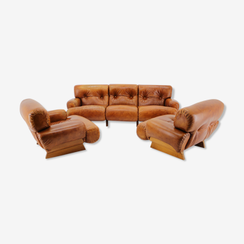 Italian armchairs and 3-seater sofa in wood and cognac leather 1970