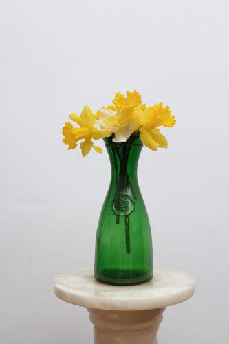 Carafe ou vase en verre avec médaillon