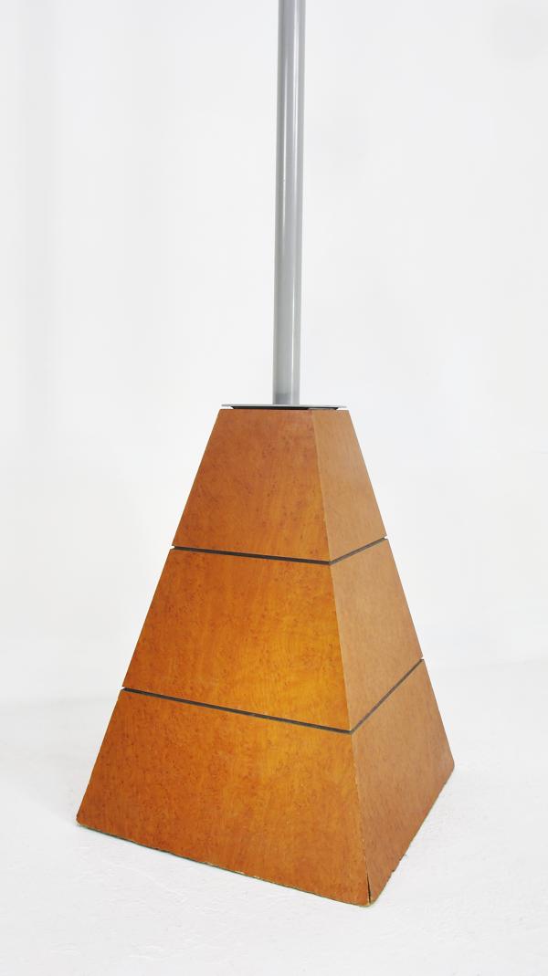 Lampadaire année 90, base pyramidale