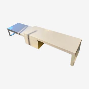 Table basse multi dimension par Ligne Roset designer Antonio Citterio