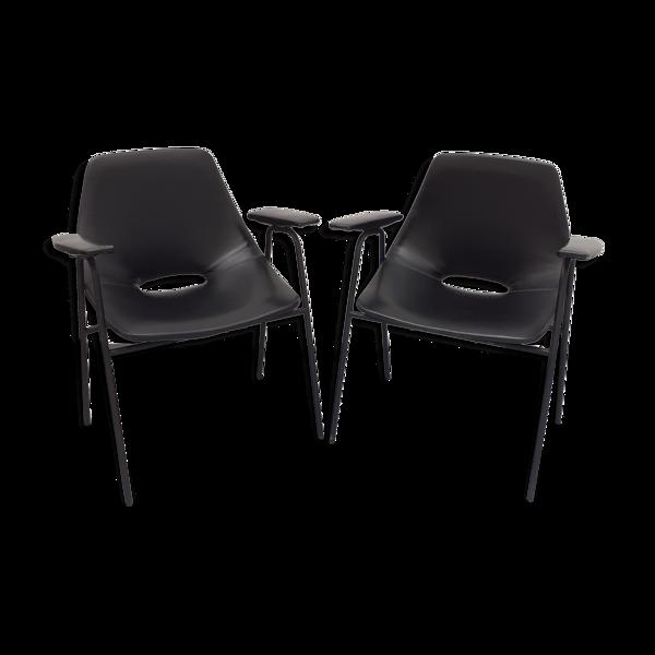 Selency Paire de fauteuils modèle Tonneau, en skaï noir par Pierre Guariche, années 60