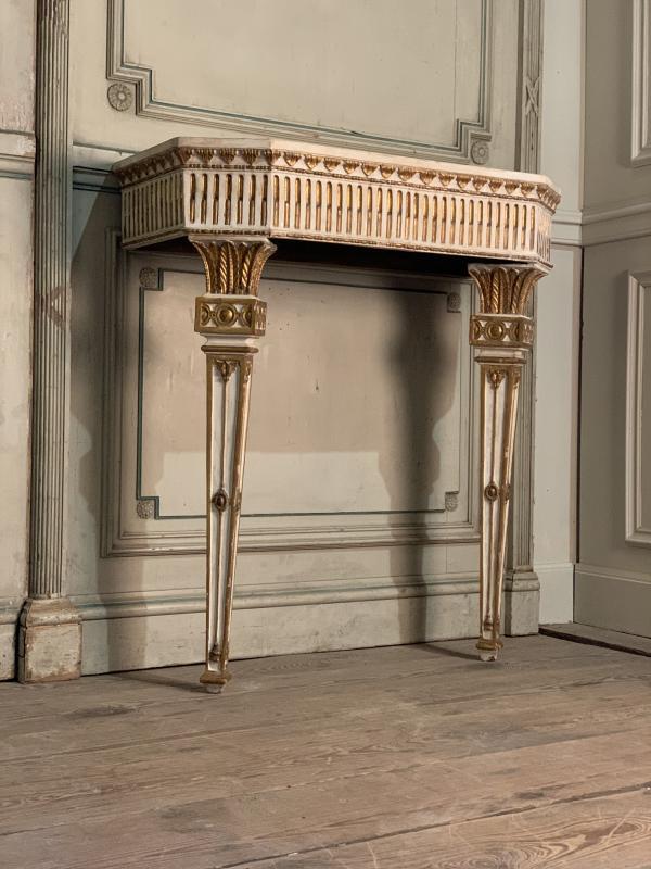 Paire de consoles en bois sculpté Italie XIXème siècle