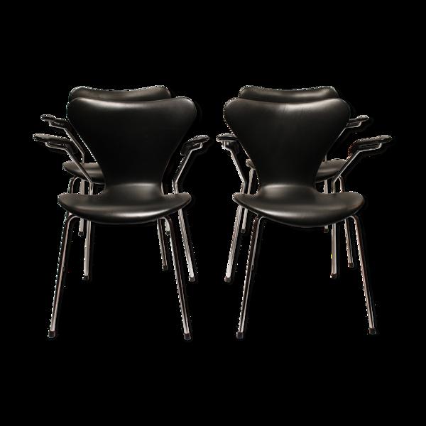 Selency Quatre fauteuils modèle 3207, par Arne Jacobsen, 2006