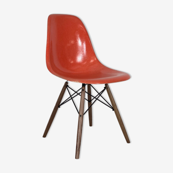 Chaise DSW de Charles et Ray Eames édition Herman Miller