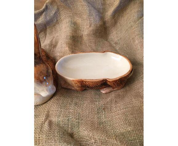 Ancienne terrine en faïence, en forme de lapin fabriquée au Portugal pour Michel CAUGANT