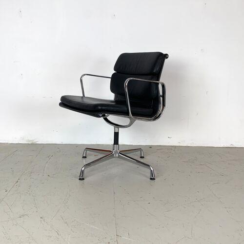 Chaise de bureau Eames cuir noir Soft Pad Group fabriquée par Vitra pour Herman Miller