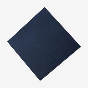 Dessous de plat noir en ciment