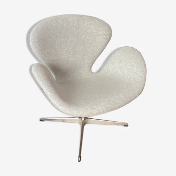 Swan armchair in mottled grey fabric by Arne Jacobsen Fritz Hansen edition