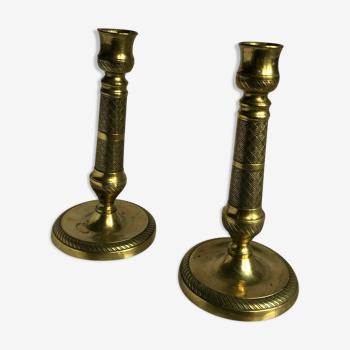 Paire de bougeoirs en bronze et laiton