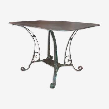 Table en fer forgé entièrement riveté fin XIX eme, patine brutaliste pouvant faire office de console