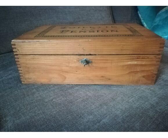 Boîte ancienne en bois