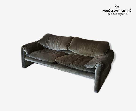 Canapé par Vico Magistretti pour Cassina modèle Maralunga