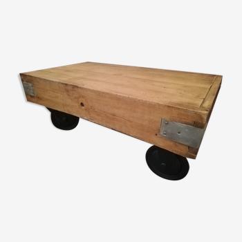 Table basse artisanale type industrielle