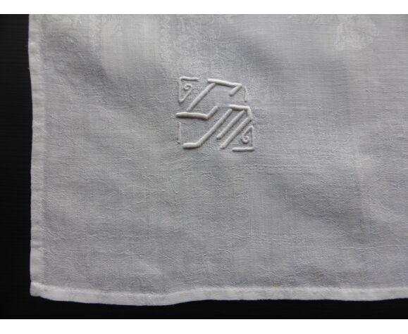 12 serviettes anciennes en damassé à décor de roses et brodé du monogramme CM