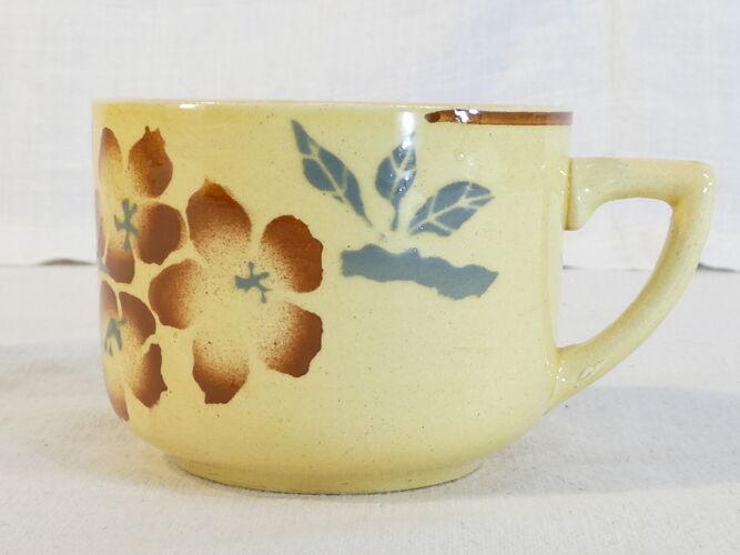 Set de 10 tasses et sous tasses en faiences de Pexonne jaune decor floral