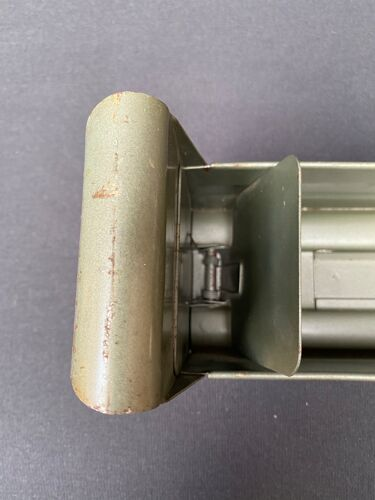 Meuble industriel avec casiers et plateau